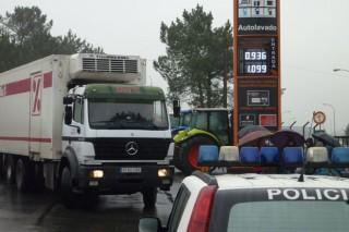 Los ganaderos amenazan con extender los bloqueos a DIA al resto de España