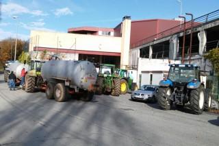 Se espera que Carrefour inicie esta tarde negociaciones con los ganaderos tras ampliarse el bloqueo a Lugo