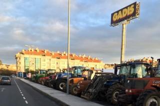 Los ganaderos mantienen esta mañana reuniones con Gadis en Lalín y con Leclerc en Lugo