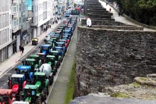 Los ganaderos retirarán este viernes todos los tractores de la Muralla de Lugo