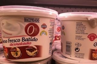 Críticas a Mercadona por la venta en España de productos lácteos franceses