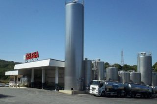 Dos cooperativas gallegas adquieren la industria láctea Celega