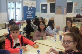 Más de 950 escolares aprendieron a desayunar con leche gracias a AGACA y Obra Socia La Caixa