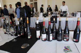 Los vinos blancos y los orujos gallegos triunfan entre los periodistas del vino