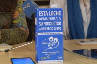 Llega a Galicia la iniciativa en la que los consumidores garantizan que el ganadero recibe 0,39 céntimos por litro de leche