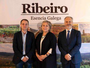 La DO. Ribeiro premia al asador «Los Abetos» de Nigrán, a la tienda «Valladares» de Santiago y al bar «Derby» de Vilagarcía