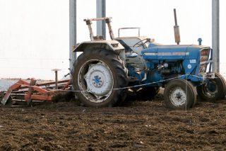 El gobierno prohíbe la venta de tractores de más de 40 años sin arco antivuelco