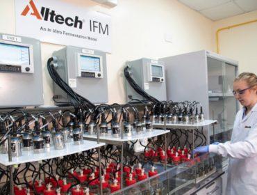 Inaugurado el  nuevo laboratorio Alltech IFMTM, para evaluar la digestibilidad de las raciones de rumiantes en Europa
