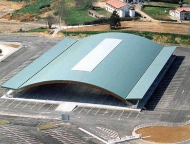 Galicia concentra los becerros en instalaciones de tratantes, Asturias mantiene el mercado de Pola