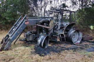 Informe del 112 sobre el tractor quemado la pasada semana en Guitiriz