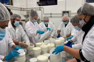 Finaliza el curso de elaboración de productos lácteos en el CFEA Pedro Murias