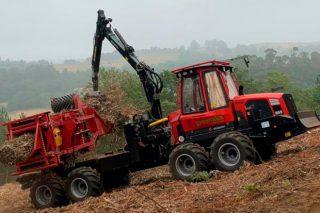 Así funcionan las 30 compactadoras forestales de Greenalia que procesan 500.000 toneladas de biomasa en Galicia