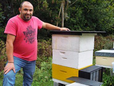 «Si no fuese por la velutina seguramente me estaría dedicando profesionalmente a la apicultura»